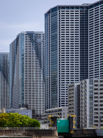 Japan「Tightly Packed Residential Apartment Blocks along the Banks of the Sumida River, Tokyo, Japan.」:スマホ壁紙(10)
