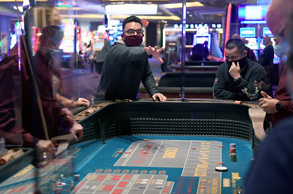 Casino「Nevada Casinos Reopen For Business After Closure For Coronavirus Pandemic」:写真・画像(14)[壁紙.com]