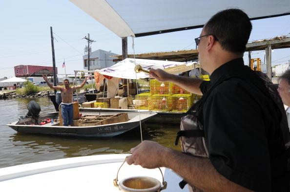 Fisherman「Despite Oil Spill, Louisiana Parish Holds Traditional Blessing Of The Fleet」:写真・画像(15)[壁紙.com]