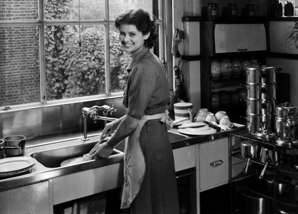 Chaloner Woods「Kitchen Duties」:写真・画像(9)[壁紙.com]