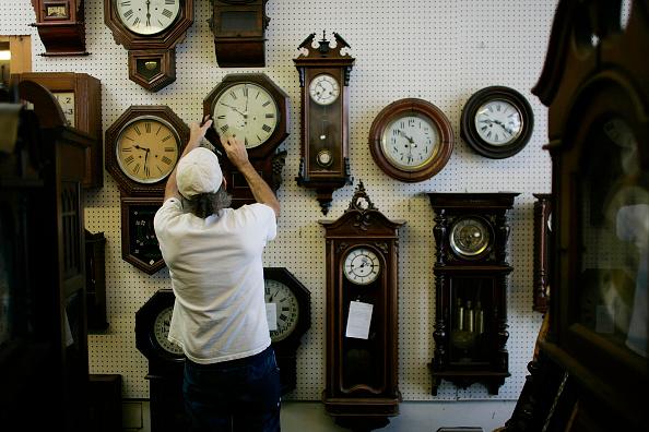 Clock「Businesses Prepare For Earlier Daylight Savings Time」:写真・画像(15)[壁紙.com]