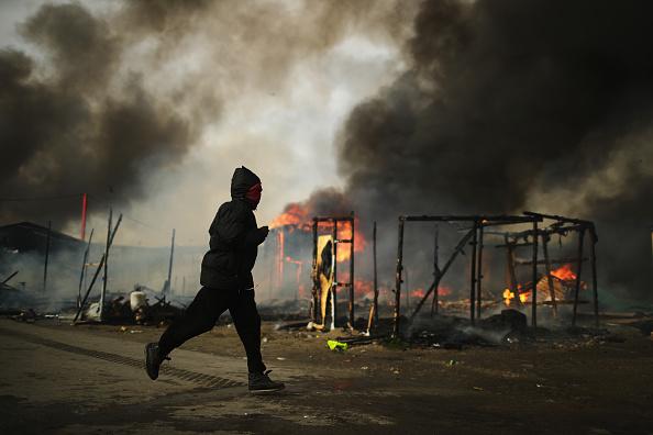 Calais「Migrants Leave The Jungle Refugee Camp In Calais」:写真・画像(3)[壁紙.com]