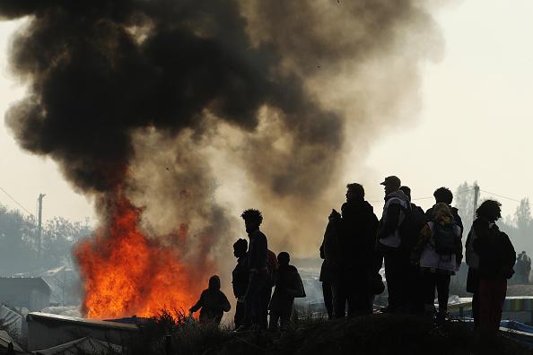 Calais「Migrants Leave The Jungle Refugee Camp In Calais」:写真・画像(2)[壁紙.com]