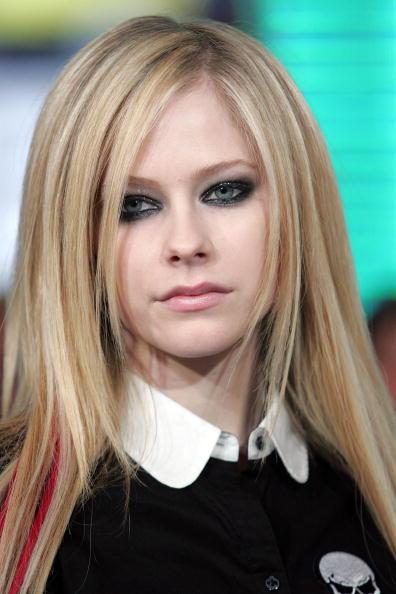 アヴリル・ラヴィーン「MTV TRL Presents Avril Lavigne」:写真・画像(12)[壁紙.com]