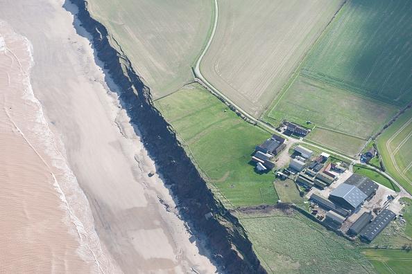 Eroded「Coastal Erosion At Low Farm」:写真・画像(16)[壁紙.com]