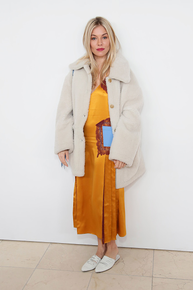 Sienna Miller「Tory Burch - Backstage And Front Row - February 2018 - New York Fashion Week」:写真・画像(7)[壁紙.com]