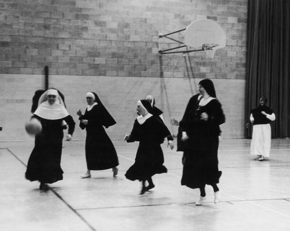 バスケットボール「Sports Nuns」:写真・画像(2)[壁紙.com]