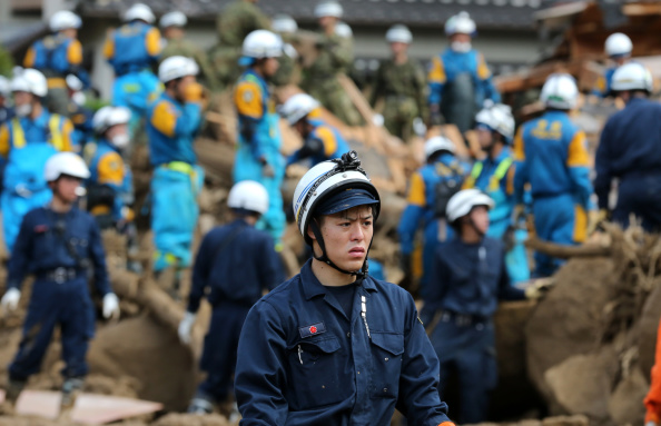 Torrential Rain「Rescue Work Continues At Hiroshima Landslide Site As Toll Rises To 39」:写真・画像(4)[壁紙.com]