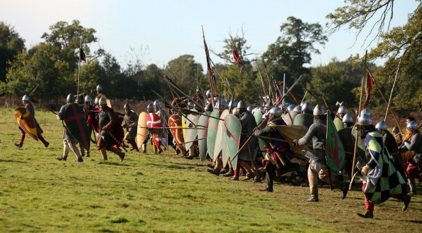 Historical Reenactment「Enthusiasts Take Part In The Annual Reenactment Of The Battle Of Hastings」:写真・画像(3)[壁紙.com]