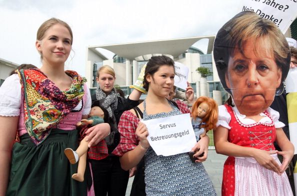 Government Subsidy「Young Social Democrats Protest Proposed Day Care Law」:写真・画像(14)[壁紙.com]