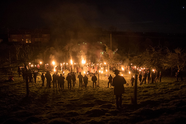 Sprinkling「The Oldfields Orchard Cider Wassail Takes Place」:写真・画像(12)[壁紙.com]