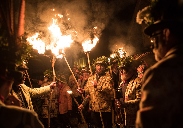 Sprinkling「The Oldfields Orchard Cider Wassail Takes Place」:写真・画像(14)[壁紙.com]