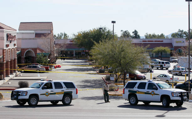 Six Killed, AZ Congresswoman, Several Others Wounded By Gunman At Political Event:ニュース(壁紙.com)