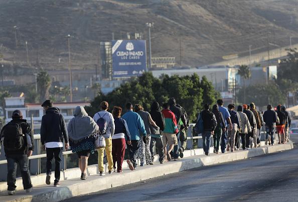 Refugee「Migrant Caravan Arrives To Tijuana At US-Mexico Border」:写真・画像(10)[壁紙.com]
