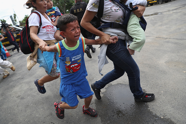 Refugee「Migrant Caravan Crosses Into Mexico From Guatemala」:写真・画像(11)[壁紙.com]