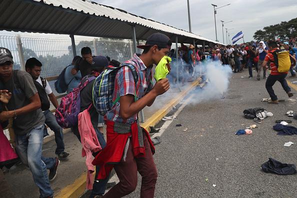 ヒューマンインタレスト「Migrant Caravan Crosses Into Mexico From Guatemala」:写真・画像(18)[壁紙.com]