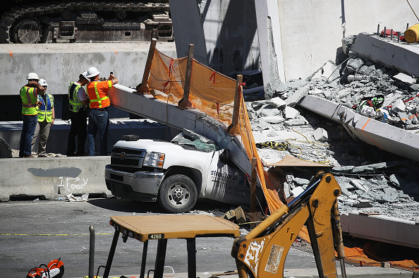 Bridge - Built Structure「At Least 6 Dead After Collapse Of Pedestrian Bridge In Miami」:写真・画像(9)[壁紙.com]