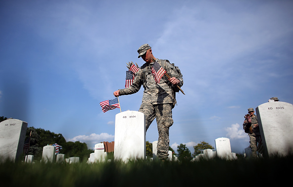 "US Memorial Day「""Flags In"" Ceremony Held At Arlington National Ahead Of Memorial Day」:写真・画像(0)[壁紙.com]"
