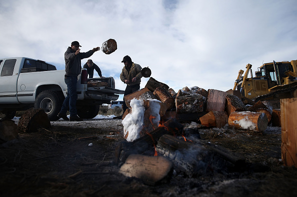 Fire Pit「Anti-Government Protestors Occupy National Wildlife Refuge In Oregon」:写真・画像(18)[壁紙.com]