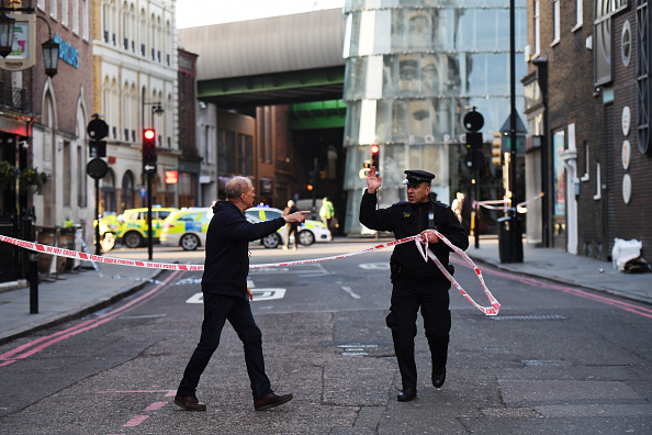 London - England「Man Shot By Police On London Bridge Following Stabbing」:写真・画像(18)[壁紙.com]