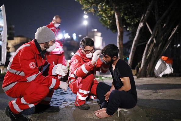 Homelessness「Italian Red Cross Makes Meals For Rome's Homeless During Coronavirus Lockdown」:写真・画像(10)[壁紙.com]