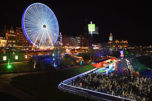 Christmas「The Edinburgh Christmas Fair Open For The Festival Period」:写真・画像(5)[壁紙.com]