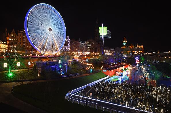 Christmas Market「The Edinburgh Christmas Fair Open For The Festival Period」:写真・画像(8)[壁紙.com]