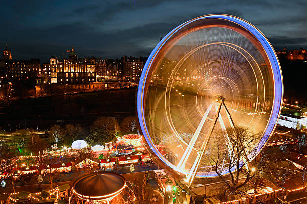 Lights On At the Edinburgh Christmas Market:ニュース(壁紙.com)