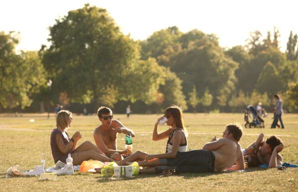 太陽の光「Londoners Make The Most Of Late Summer Sunshine」:写真・画像(17)[壁紙.com]