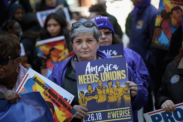 Labor Union「Union Supporters Rally In Chicago As Supreme Court Hears Janus v AFSCME」:写真・画像(11)[壁紙.com]