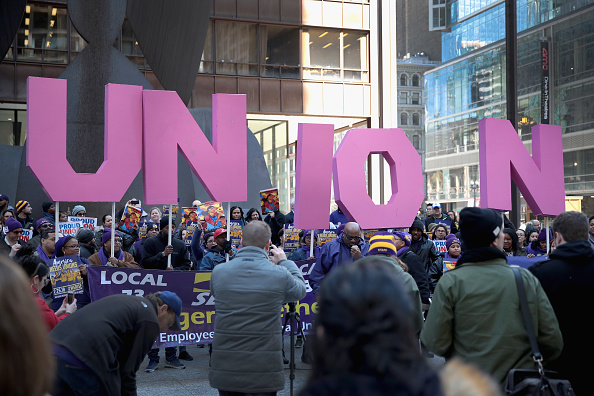 Labor Union「Union Supporters Rally In Chicago As Supreme Court Hears Janus v AFSCME」:写真・画像(1)[壁紙.com]