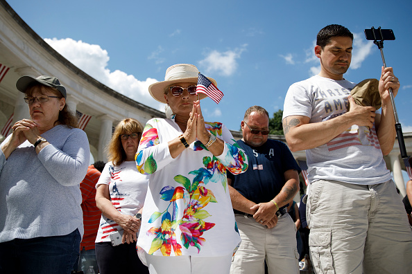 US Memorial Day「Memorial Day Observed At Arlington National Cemetery」:写真・画像(19)[壁紙.com]