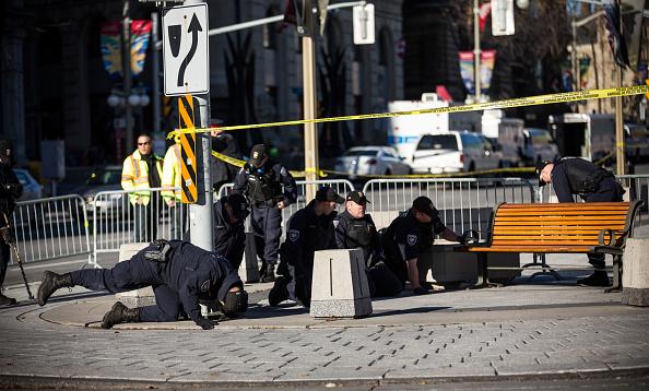 Nathan Burton「Ottawa On Alert After Shootings At Nation's Capitol」:写真・画像(7)[壁紙.com]
