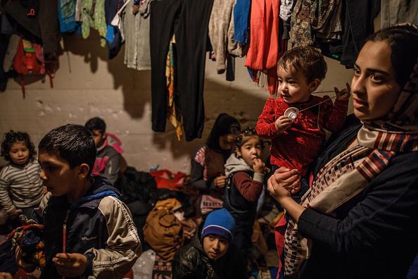 Effort「Migrant Family Attempt Crossing EU Border」:写真・画像(8)[壁紙.com]