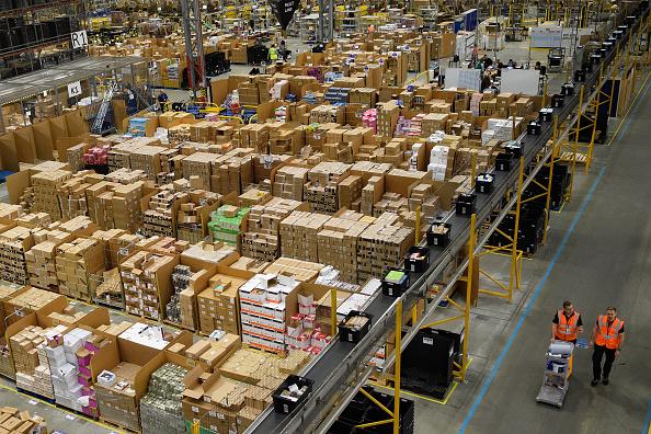 ベストショット「An Amazon Fulfilment Centre Prepares For Black Friday」:写真・画像(12)[壁紙.com]