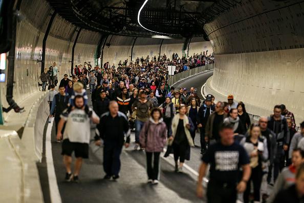 トップランキング「Aucklanders Celebrate Waterview Connection Tunnel Opening」:写真・画像(2)[壁紙.com]