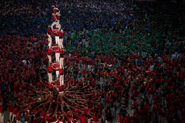 Human Towers Are Built In The Tarragona Castells Competition:ニュース(壁紙.com)
