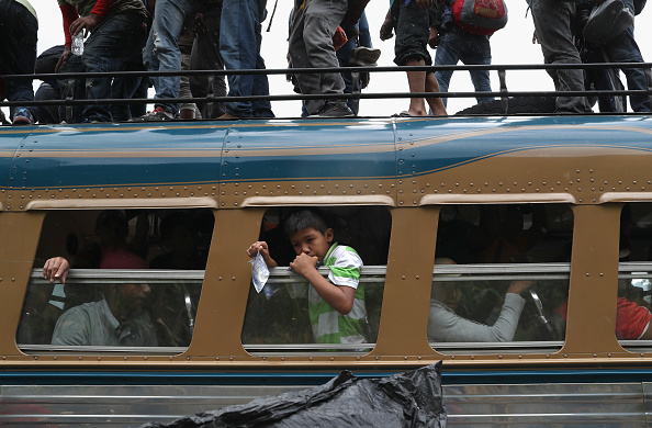 Bus「Migrant Caravan Pushes Through Guatemala Towards Mexico」:写真・画像(7)[壁紙.com]