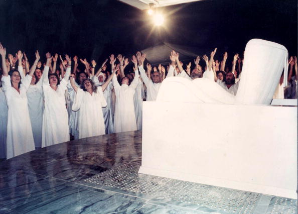 Following - Moving Activity「Bhagwan Rajneesh commune」:写真・画像(0)[壁紙.com]