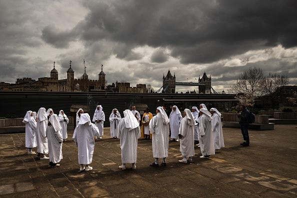 Bestpix「Druids Perform Ceremony For Spring Equinox At Tower Hill」:写真・画像(1)[壁紙.com]