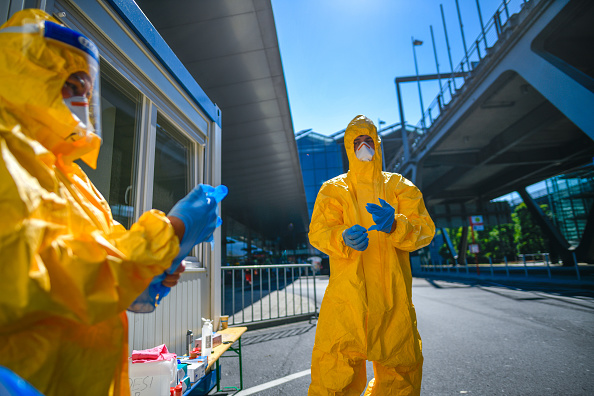 People「Mandatory Covid Testing Begins For Travellers Returning From High Risk Countries」:写真・画像(14)[壁紙.com]