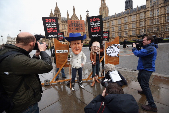 Oli Scarff「Protesters Campaign Outside Parliament to Implement Media Ownership Limits」:写真・画像(7)[壁紙.com]