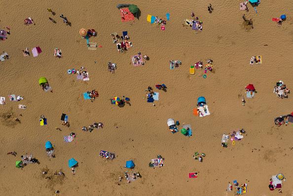 Beach「Britons Prepare For Further Easing Of Coronavirus Lockdown, Now In Week Ten」:写真・画像(9)[壁紙.com]