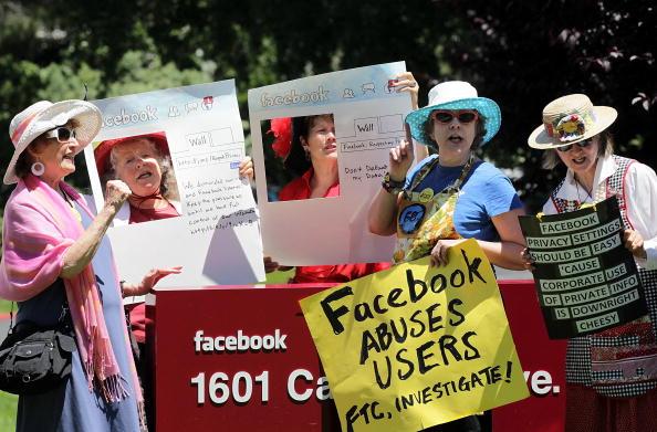 Privacy「Demonstration Held Against Facebook's Privacy Policies」:写真・画像(2)[壁紙.com]