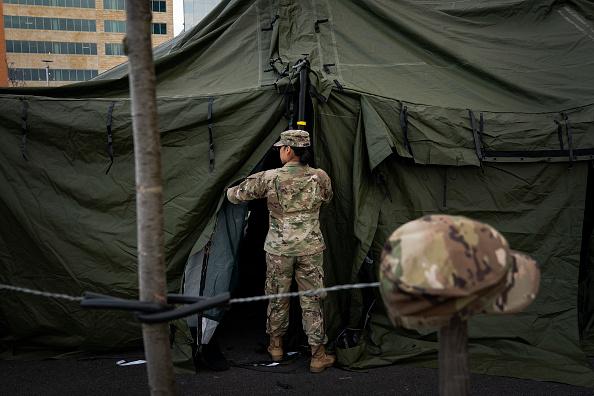 Silver Spring「National Guard Sets Up Triage Tent Outside Maryland Hospital For Coronavirus Preparation」:写真・画像(0)[壁紙.com]