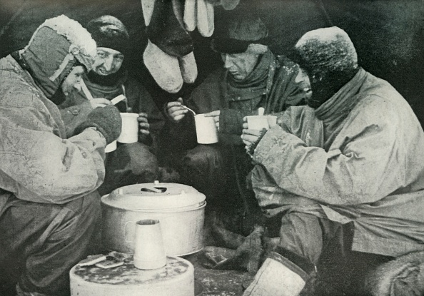 Ski Pole「Members Of The Polar Party Having A Meal In Camp」:写真・画像(19)[壁紙.com]