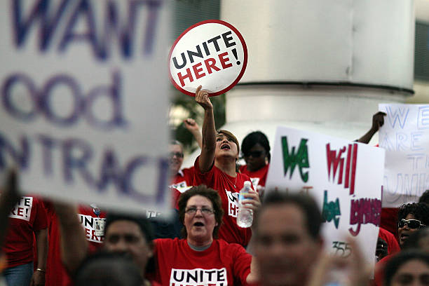 Airline Catering Workers Rally At Miami Int'l Airport For Better Contract:ニュース(壁紙.com)