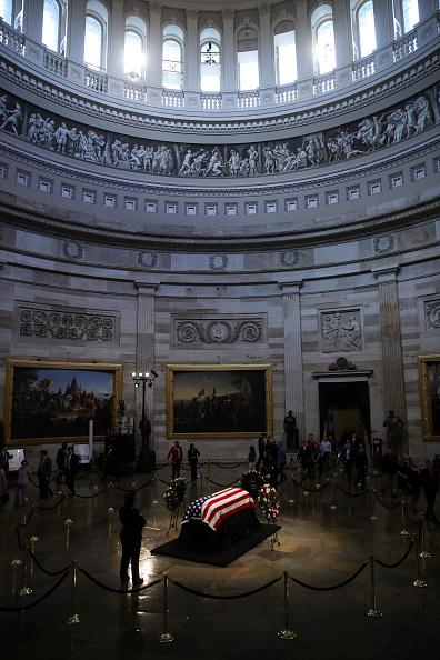 Rotunda「Sen. John McCain (R-AZ) Lies In State In The Rotunda Of U.S. Capitol」:写真・画像(10)[壁紙.com]
