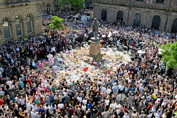 Manchester - England「Manchester Observes A Minute Silence For The Victims Of The Manchester Arena Terrorist Attack」:写真・画像(12)[壁紙.com]