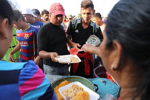 Refugee「Thousands Of Hondurans In Migrant Caravan Continue March Through Mexico」:写真・画像(16)[壁紙.com]